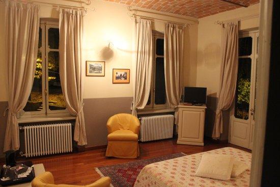 """B&B """"il MOLINO"""" Residenza Storica: Camera """"La Mugnaia""""-bagno privato, ampio terrazzo, balcone con vista panoramica -B&B vicino ad A"""