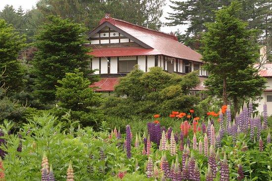 Memuro-cho, Japón: 季節の移り変わりとともに、庭の花も姿を変えていきます。