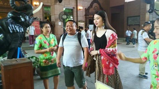 Nakhon Pathom, Thailand: มีแขกมาเที่ยวทุกๆวันครับ วันอาทิตย์จะเยอะ