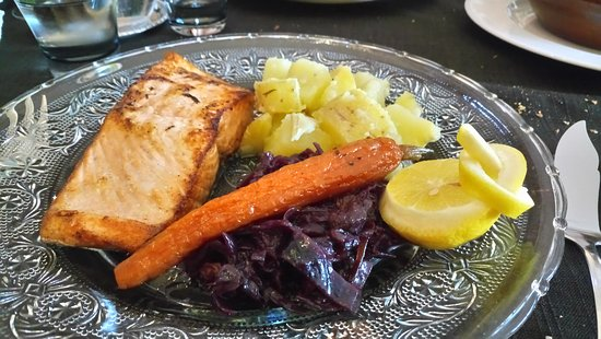 Castelnaudary, فرنسا: saumon et légumes confits....