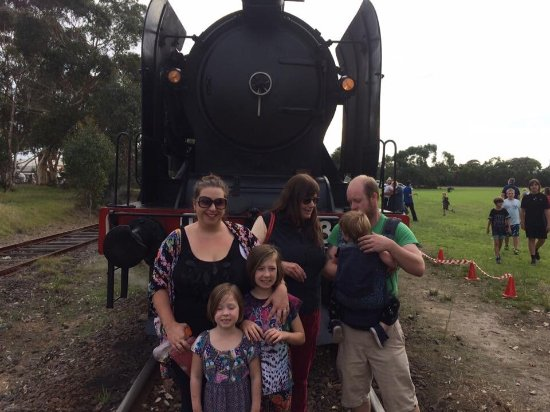 Moorooduc, Αυστραλία: One of the train's volunteer workers takes photos of family groups at Mornington.