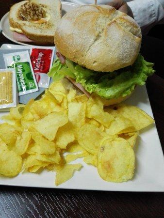 El Astillero, إسبانيا: Hamburguesa de la casa