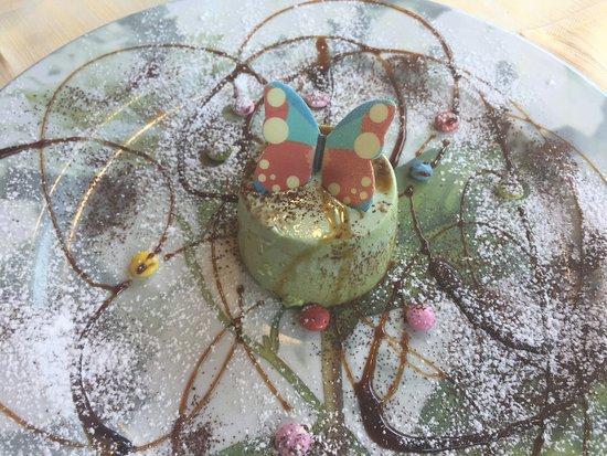 Ristorante La Pineta: Un dessert: panna cotta al pistacchio