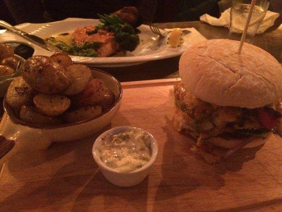 Tullycross, Irlanda: fish burger.