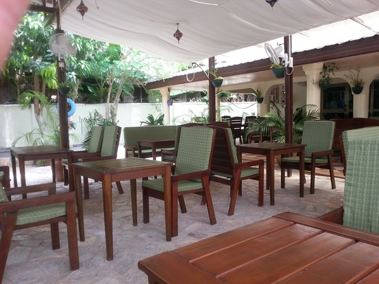 Tema, Γκάνα: Outdoor seating
