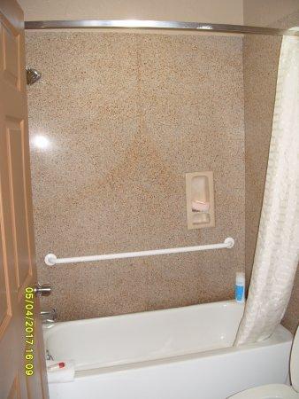 Super 8 Galveston : Shower unit
