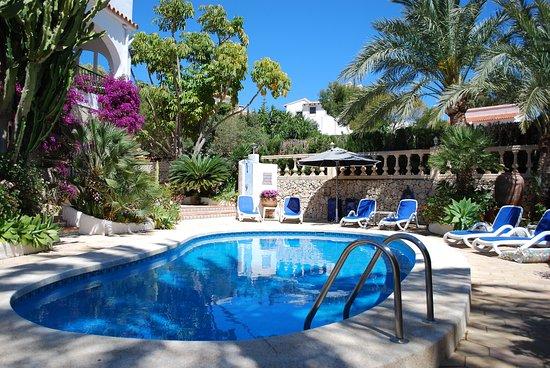 Teulada, Spanien: heerlijk zwembad in de tuin