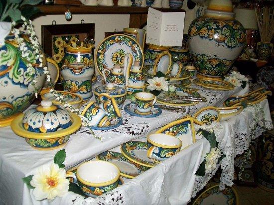 Oggetti Ceramica Di Caltagirone.Ceramiche Di Caltagirone Picture Of B B Girosa Caltagirone