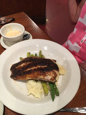 Sugar Land, TX: Delicious and they aren't stingy. Great blackened redfish!