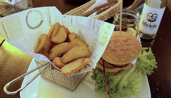 DOM Konstanz: The Hercules Burger with a bottle of 'regional cola'.