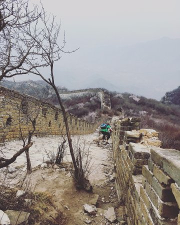 The Great wall of Jiankou-The Great Wall Alternative : Slippery slope down the ox horn