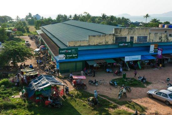 Kep Guest House : Vue de la terrasse de Kep Market, © Choukhri DJE