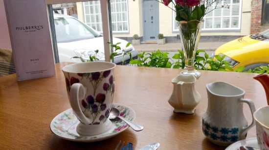 Charing, UK: Wonderful table in the window