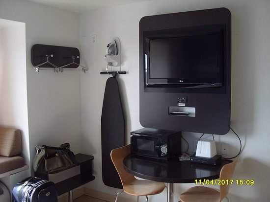 Days Inn Bellemont: TV unit