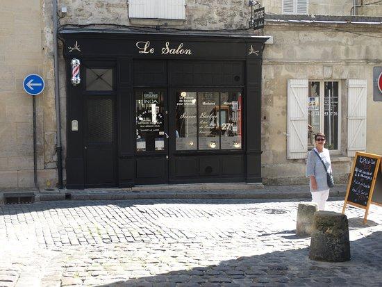 Senlis, فرنسا: geplaveide straatjes