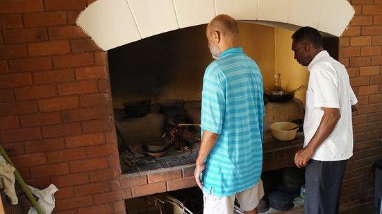 Gampola, Sri Lanka: Der Chef kümmert sich persönlich um alles!