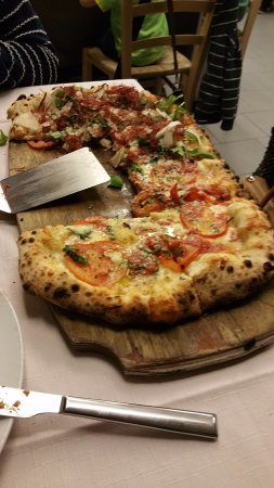 pizza al metro picture of pizzeria trattoria vecchia lira verona tripadvisor. Black Bedroom Furniture Sets. Home Design Ideas