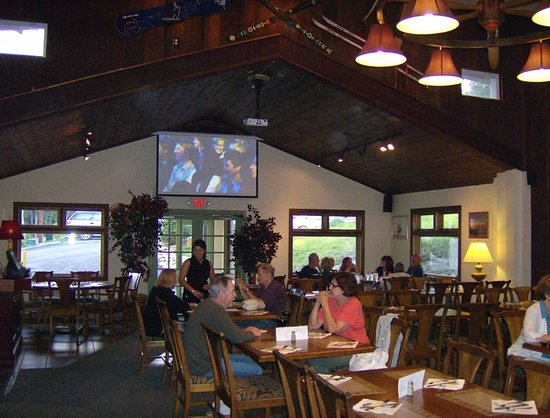 Bullwinkels Pizzaria: Large screens for sporting events