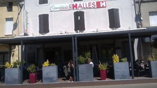 Castelnaudary, فرنسا: Terrasse ombragée