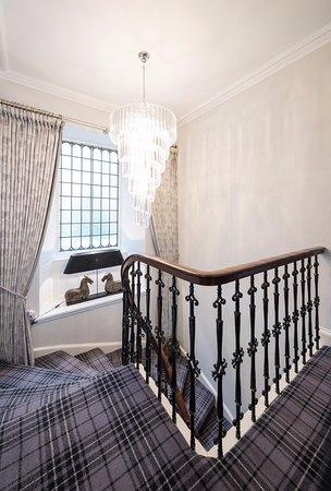 Blairgowrie, UK: Upper Hallway with chandelier