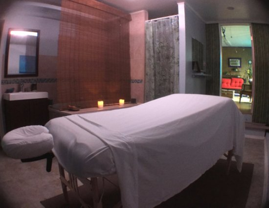 Milford, DE: Massage Room, with shower and soaking tub