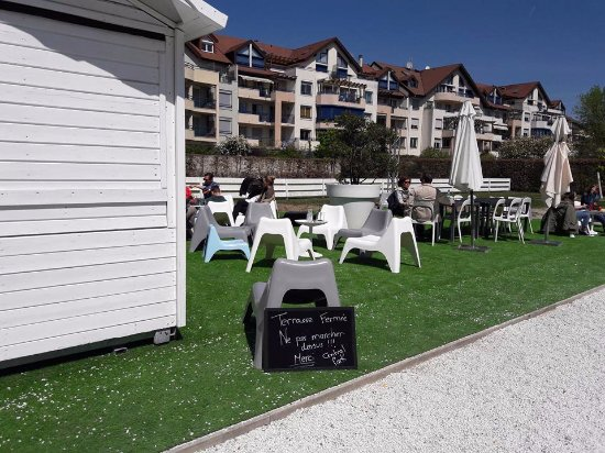 Divonne-les-Bains, France : First sign that you should stay away
