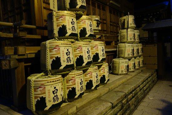 Toranomon Kotohira-gu: 白鶴が奉納されていました