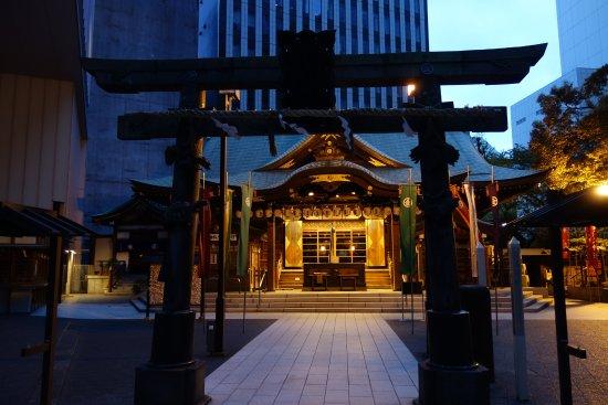 Toranomon Kotohira-gu: 鳥居と社殿