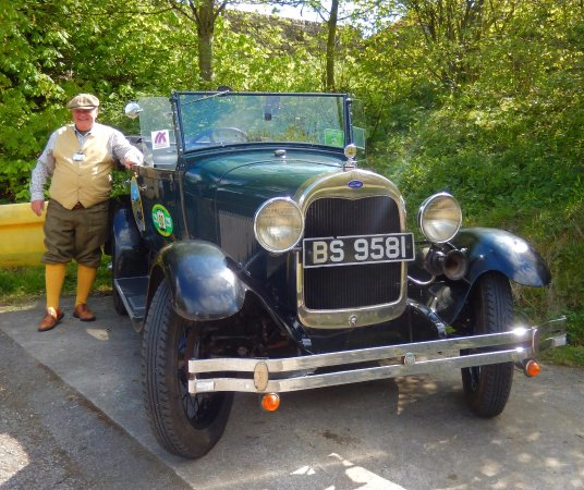 Winster, UK: Steven and his beautiful car