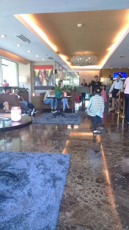 One Tagaytay Place Hotel Suites: Hotel Lobby