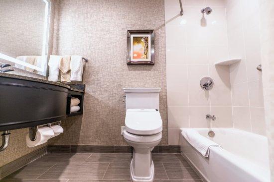 Iselin, NJ: Bathroom