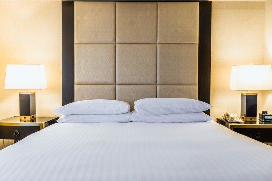 Iselin, NJ: One King Bed