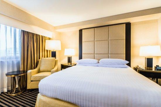 Iselin, NJ: One King Bed – Superior Room