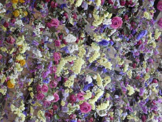 Centre-Val de Loire, Frankrike: Guirlandes de fleurs dans les écuries