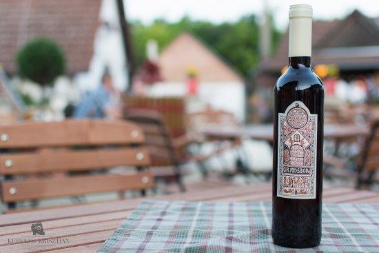 Villany, Ουγγαρία: Egy üveg finom ürmösbor