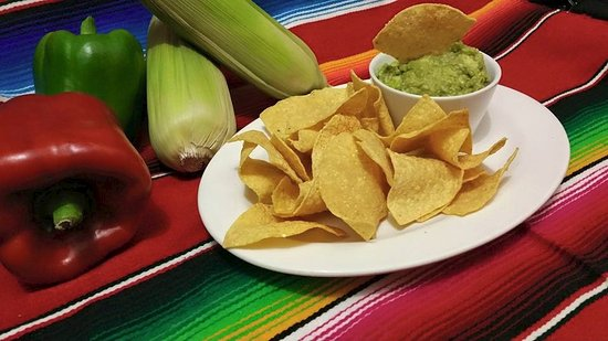 Serranos Mexican Cantina: Fresh Guacamole Dip with Freshly Fried Cornchips