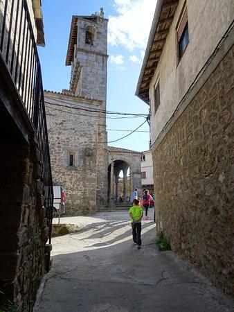 San Martin del Castanar, Spain: Lateral de la iglesia.