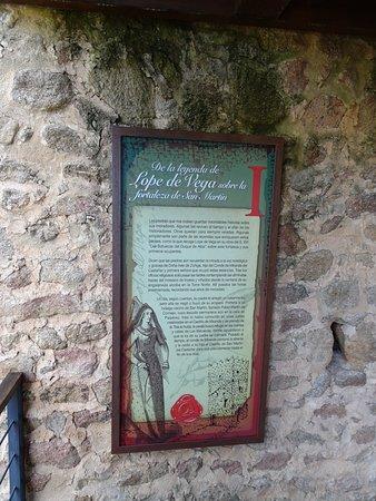 San Martin del Castanar, Spain: Paneles en las escaleras de la torre.
