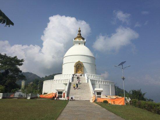 Kathmandu Valley, Nepal: Ein Tempel auf den Hügeln am Lake Pokhara - ein Ort der Stille
