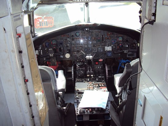Νιούκι, UK: BAC 111 cockpit