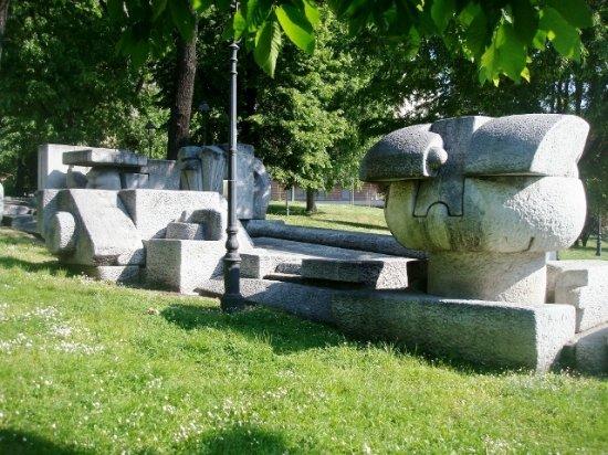 Monumento a Mazzini: Inizio del percorso