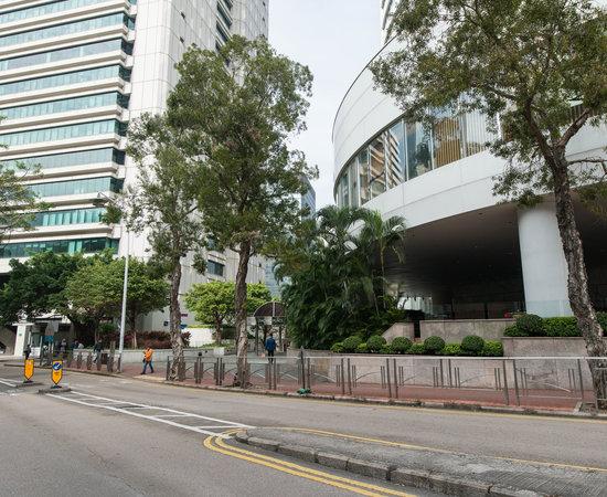 Photo of Hotel Island Shangri-La Hong Kong at 中環香港中級法院道太古道, Hong Kong, Hong Kong