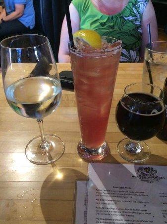 Vista, CA: Drinks, wine Sandy Beaver, and beer