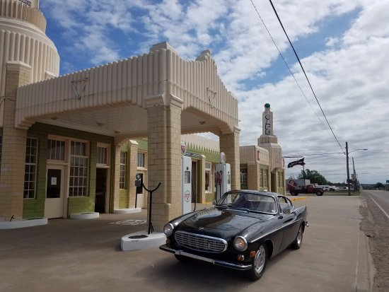 ชัมร็อก, เท็กซัส: Imagine pulling up to this station to get gas in the 30s and 40s. Wonderful