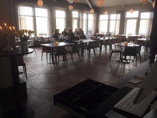 Saltsjobaden, السويد: Matsalen med få gäster