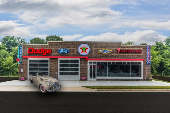 Galesburg, MI: GoGo Classic Cars and Showroom