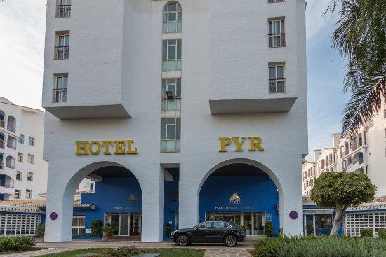 Bar picture of pyr marbella hotel marbella tripadvisor - Hotel pyr puerto banus ...
