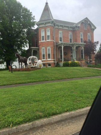 Metropolis, IL: Summers Riverview Mansion