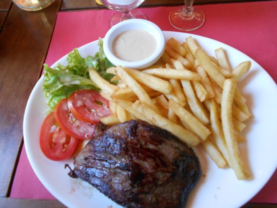 Saint-Paul, Pulau Reunion: rumsteak sauce poivre vert frite
