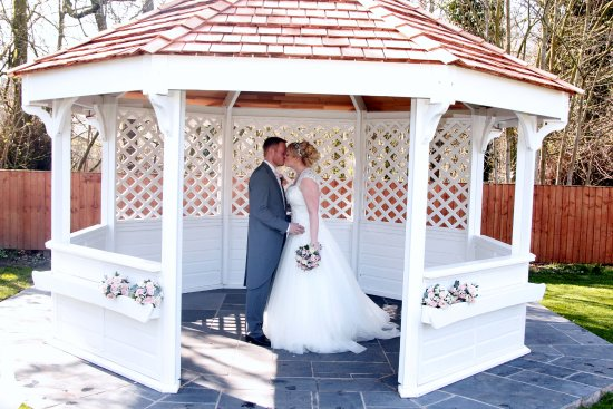Briars Hall Country House Hotel: Wedding Gazebo